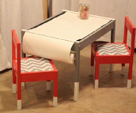 <b>Small table and chairs